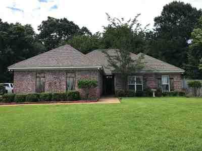 Brandon Single Family Home Contingent/Pending: 124 Susan Ln