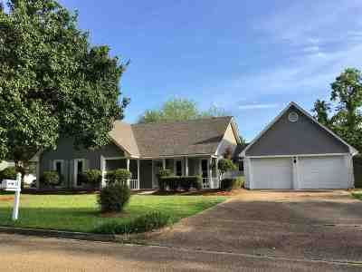 Madison Single Family Home For Sale: 35 Camellia Ln