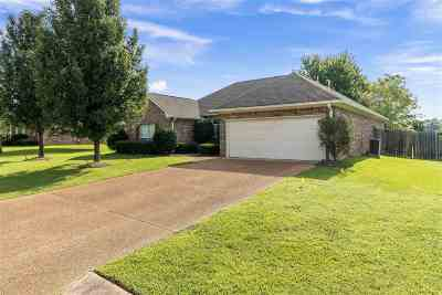 Madison Single Family Home For Sale: 110 Ridgefield Dr