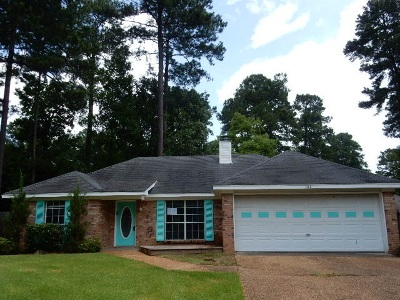 Rankin County Single Family Home Contingent/Pending: 104 Wildwood Ct