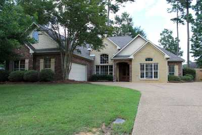 Single Family Home For Sale: 104 Fox Hollow Bend