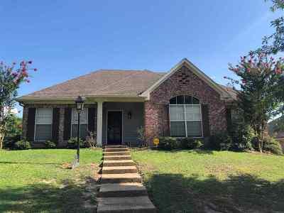 Clinton Single Family Home For Sale: 116 Baileys Ridge Cir