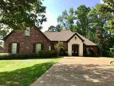 Madison County Single Family Home For Sale: 120 Woods Crossing Blvd