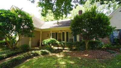 Single Family Home Contingent/Pending: 207 Pecan Blvd
