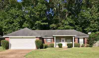 Byram Single Family Home Contingent/Pending: 304 Willow Bay Dr