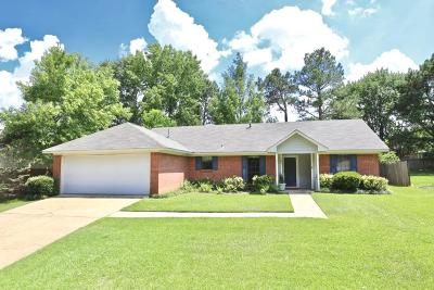 Madison County Single Family Home Contingent/Pending: 542 Hunters Creek Cir