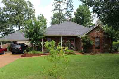 Single Family Home Contingent/Pending: 508 Brenmar St