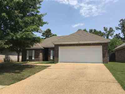 Brandon Single Family Home For Sale: 637 Huntington Dr