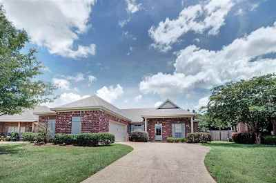 Single Family Home For Sale: 704 Chambord Dr