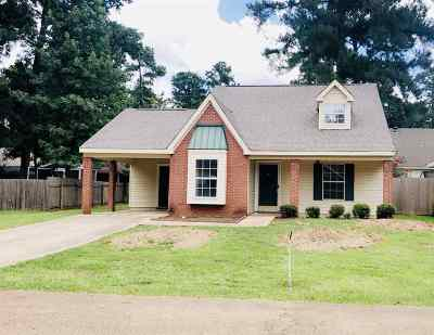 Single Family Home Contingent/Pending: 532 Stonecreek Dr