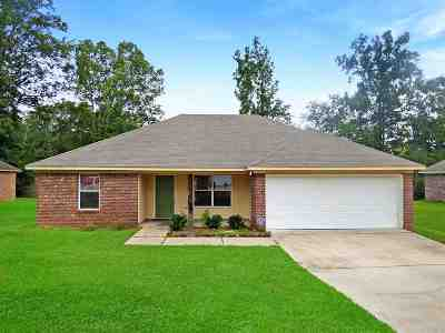 Byram Single Family Home For Sale: 128 Torrence Cv