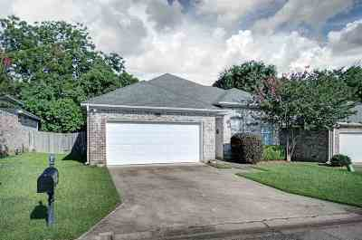 Single Family Home For Sale: 305 Stoneybrook Dr