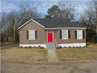 Simpson County Single Family Home For Sale: 311 NE Third St