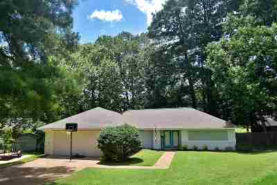 Single Family Home For Sale: 21 Rotan Ct
