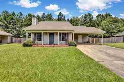 Brandon Single Family Home For Sale: 332 Swan Dr