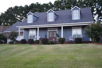 Clinton Single Family Home For Sale: 105 Hillmont Cir