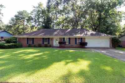 Clinton Single Family Home For Sale: 101 Sweetgum Ln