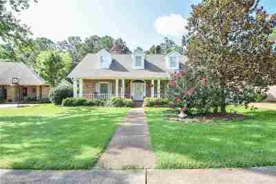 Brandon Single Family Home Contingent/Pending: 439 Woodlands Cir