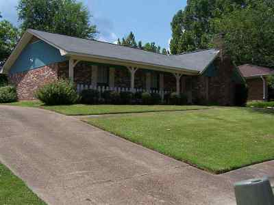 Clinton Single Family Home For Sale: 806 Longwood Pl