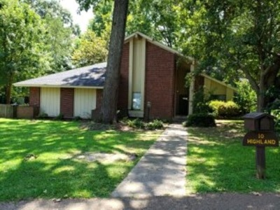 Single Family Home For Sale: 10 Highland Sq