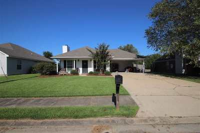 Brandon Single Family Home Contingent/Pending: 705 Whippoorwill Dr