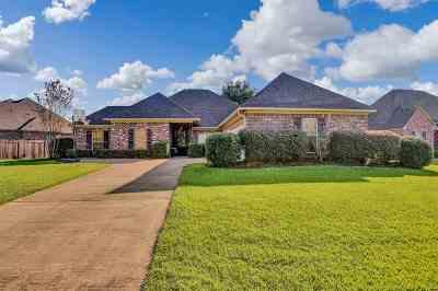 Madison County Single Family Home For Sale: 214 Calhoun Dr