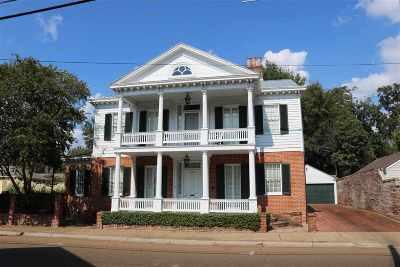 Natchez Single Family Home For Sale: 311 Jefferson