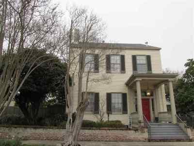 Adams County Single Family Home For Sale: 613 Washington Street