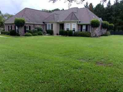 Natchez Single Family Home For Sale: 104 Cherrybark Lane
