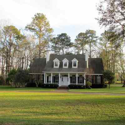 Adams County Single Family Home For Sale: 16 Colony Drive