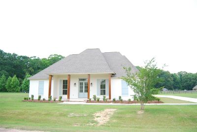 Natchez Single Family Home For Sale: 4 Fox Chase