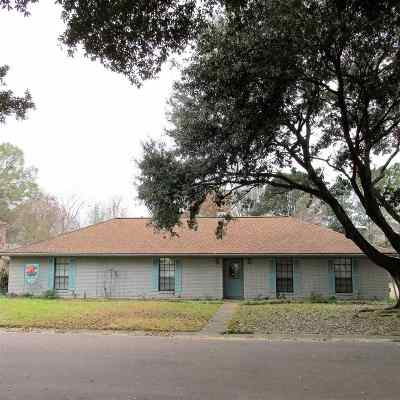 Natchez Single Family Home For Sale: 4 Emerald Court