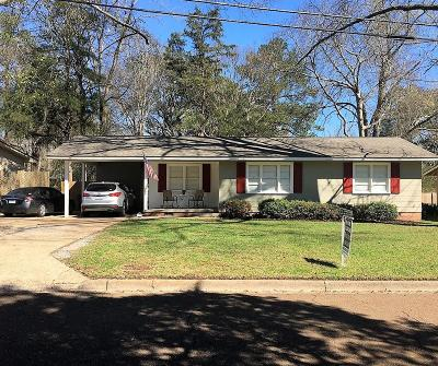 Single Family Home For Sale: 205 Holly Drive