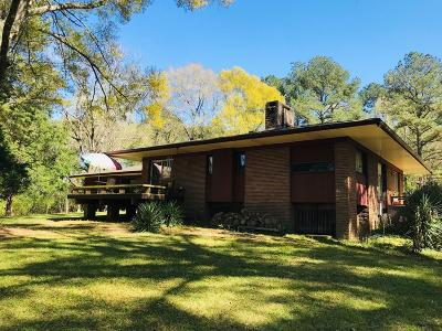 Natchez Single Family Home For Sale: 19 Col John Pitchford Pkwy