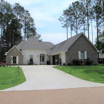 Natchez Single Family Home For Sale: 67 Fairway Drive