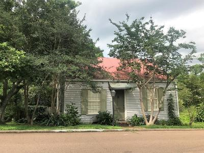 Single Family Home For Sale: 913 State Street