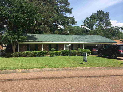 Natchez Single Family Home For Sale: 305 John Glenn