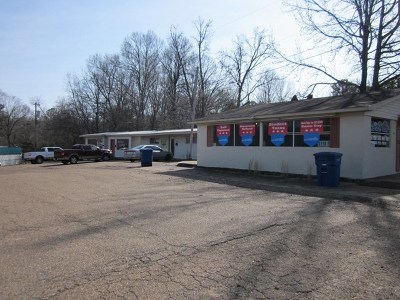 Bruce, Calhoun City, Derma, Abbeville, Banner, Batesville, Como, Taylor, Courtland, Crenshaw, Pope, Sardis, Charleston, Coffeeville, Oakland Commercial For Sale: 190 Hwy 51 South