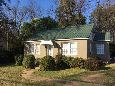 Bruce, Calhoun City, Derma, Abbeville, Banner, Batesville, Como, Taylor, Courtland, Crenshaw, Pope, Sardis, Charleston, Coffeeville, Oakland Single Family Home For Sale: 207 Pamela St.
