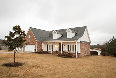 Single Family Home For Sale: 208 Spring Lake Cove