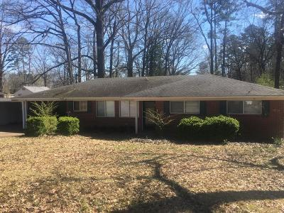 Bruce, Calhoun City, Derma, Abbeville, Banner, Batesville, Como, Taylor, Courtland, Crenshaw, Pope, Sardis, Charleston, Coffeeville, Oakland Single Family Home For Sale: 133 Young Ave