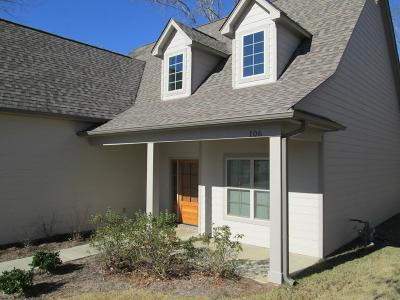 Oxford Single Family Home For Sale: 106 Jamie Cove