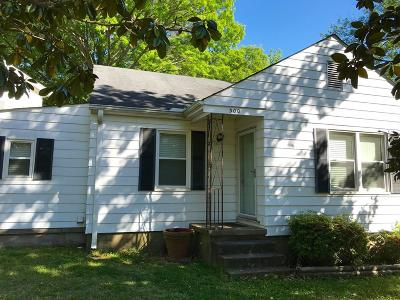 Oxford Single Family Home For Sale: 300 Williams