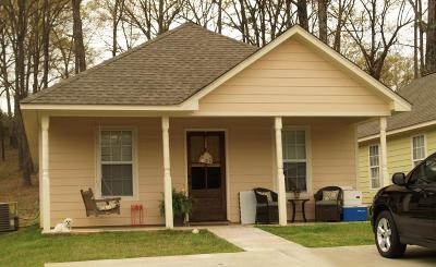Single Family Home For Sale: 317 Country View Cove