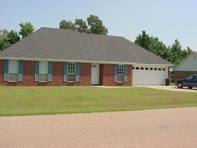 Oxford Single Family Home For Sale: 818 Deerfield