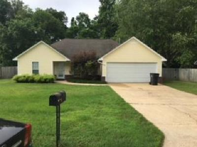 Lafayette County Single Family Home For Sale: 19 Gumtree Drive