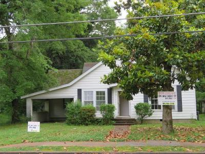 Bruce, Calhoun City, Derma, Abbeville, Banner, Batesville, Como, Taylor, Courtland, Crenshaw, Pope, Sardis, Charleston, Coffeeville, Oakland Single Family Home For Sale: 219 Van Voris
