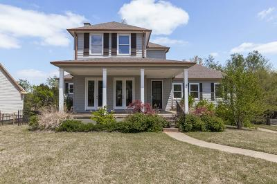 Single Family Home For Sale: 614 Centerpointe Drive