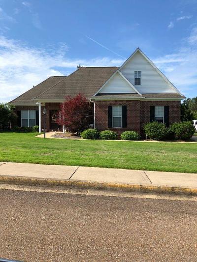 Oxford Single Family Home For Sale: 145 Breckenridge Dr