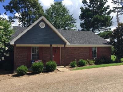 Oxford Single Family Home For Sale: 616 Huntington Place
